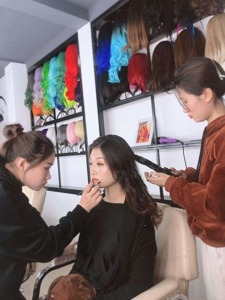 Các học viên được thực hiện trên khuôn mặt của mẫu