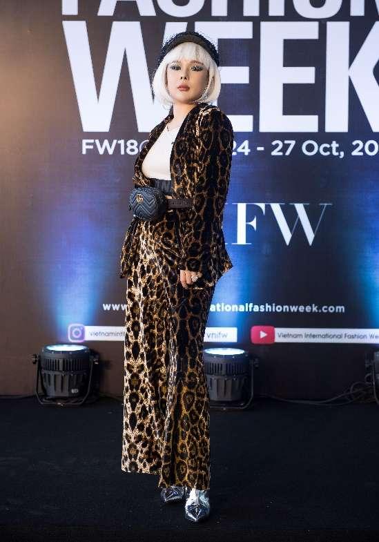 Phù thủy make up Tina Lê xuất hiện cực hoành tráng tại VIFW 2018