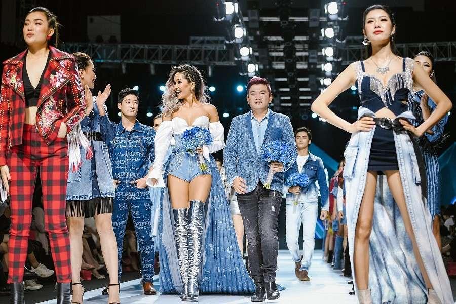 Hàng ngũ người mẫu trình diễn tại show VIFW 2019