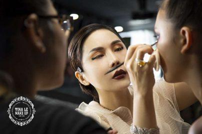 Giảng viên Tina Le trực tiếp đứng lớp giảng dạy kỹ năng đánh khối khuôn mặt dài cho học viên T26