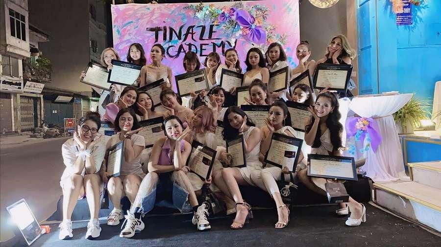 Nhờ sự đồng hành và tận tâm của đội ngũ giảng viên chuyên nghiệp tại Tina Le Make Up mà các học viên mới gặt hái được thành công như ngày hôm nay