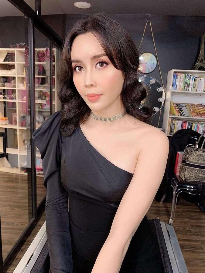 Ca sĩ Lưu Hương Giang luôn chọn Tina Lê là chỗ tin cậy để trang điểm cho những show diễn
