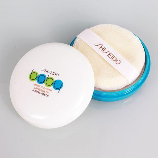 Phấn bột Shiseido không màu với mùi hương nhẹ, dễ chịu