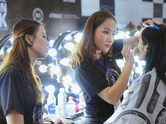 Cô nàng 8x năng động, quyết định lựa chọn theo đuổi con đường trở thành thợ make up chuyên nghiệp