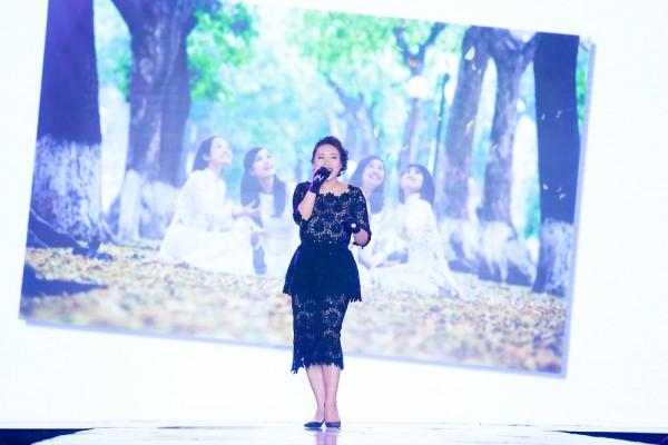 Ca sỹ Khánh Linh là một nghệ sỹ, ca sỹ được nhiều người yêu mến, cô cũng là một khách hàng đặc biệt của Tina Lê, trong show diễn này cô đã hát lại bài hát trong MV mà lần đầu tiên Tina Lê và cô cùng hợp tác với nhau cho tới tận ngày hôm nay. Khánh Linh hoàn toàn yên tâm khi xuất hiện trên sân khâu nhờ sự chăm chút của Tina Lê.