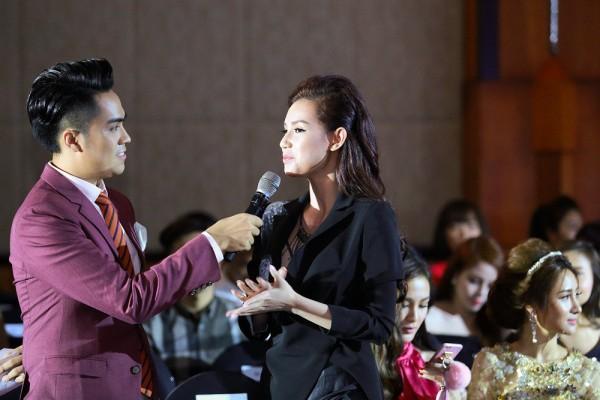 MC – hotgirl Quynh Chi bay từ Sài Gòn ra để chúc mừng Tina Lê