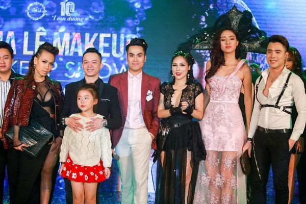 Khoảnh khắc hạnh phúc của Tina Lê cùng bạn bè, người thân và các nghệ sỹ trên sân khấu