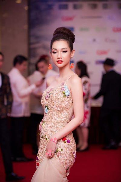 MC Quỳnh Chi trên thảm đỏ liên hoan phim (1)