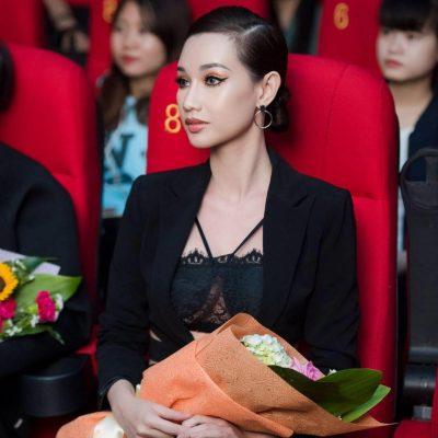 Vô cùng xinh đẹp và lộng lẫy tại hàng ghế VIP