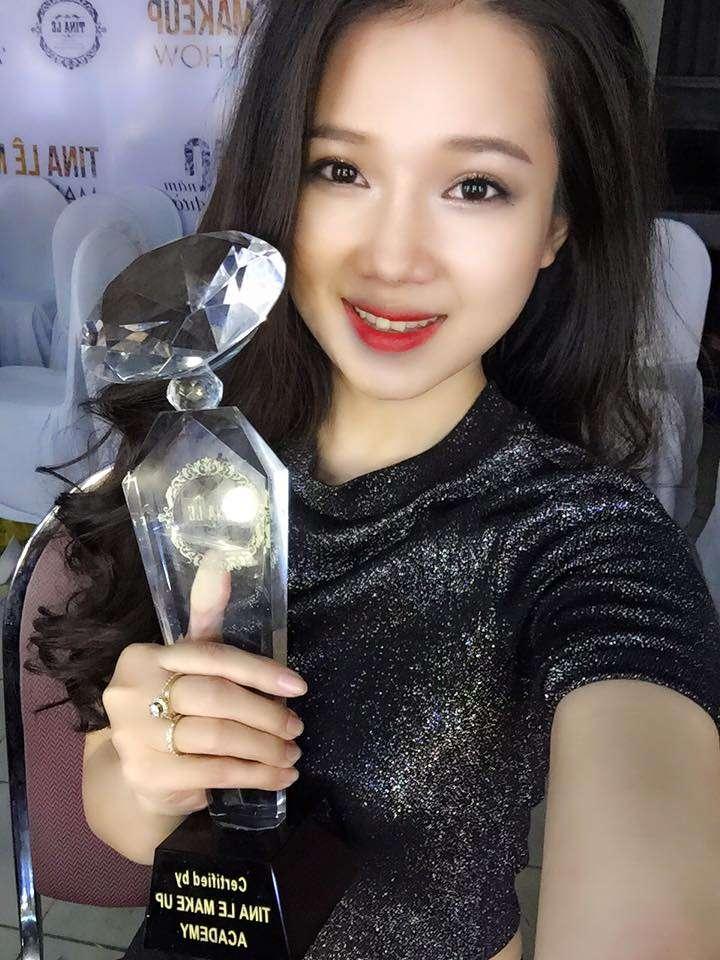 Boo Xinh Make up được vinh danh trong show kỷ niệm của Tina Lê