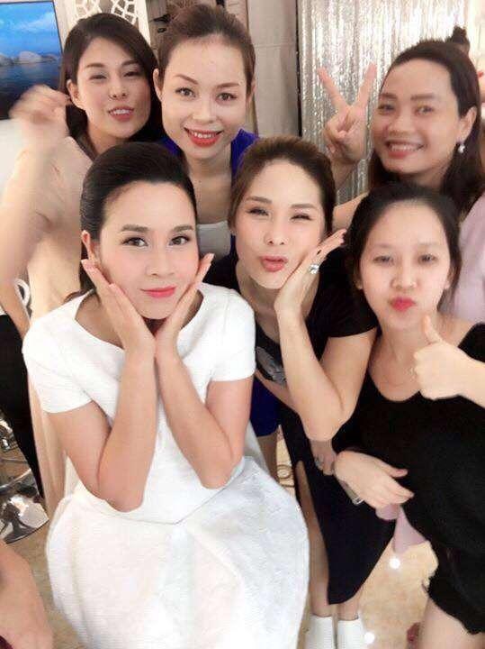 Những khoảng khắc của cô trò chuyên gia trang điểm Tina Le