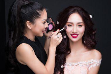 """Tina Lê – Chuyên gia """"phù thủy make up"""" cho nhiều sao Việt"""