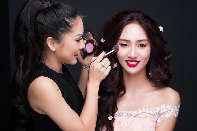 Tina Lê make up cho Á hậu Ngô Trà My.