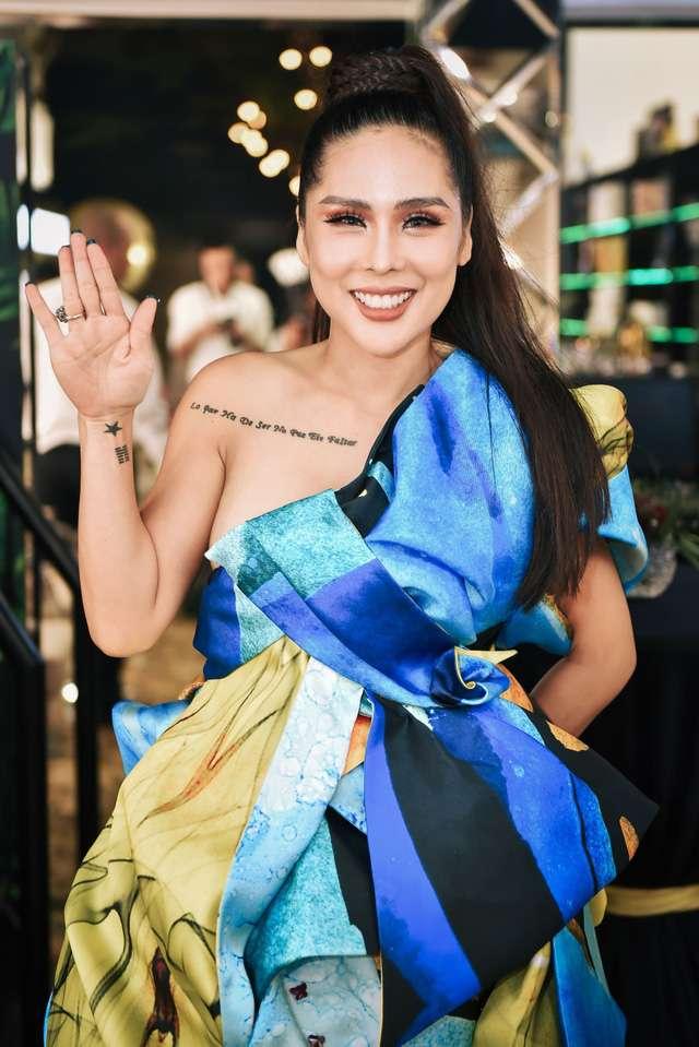 Tina lê rạng rỡ diện đầm của NTK trẻ Valentines Vân Nguyễn