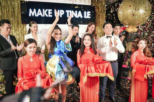Tina Lê cùng ông xã cắt băng khai trương cơ sở đào tạo make up mới