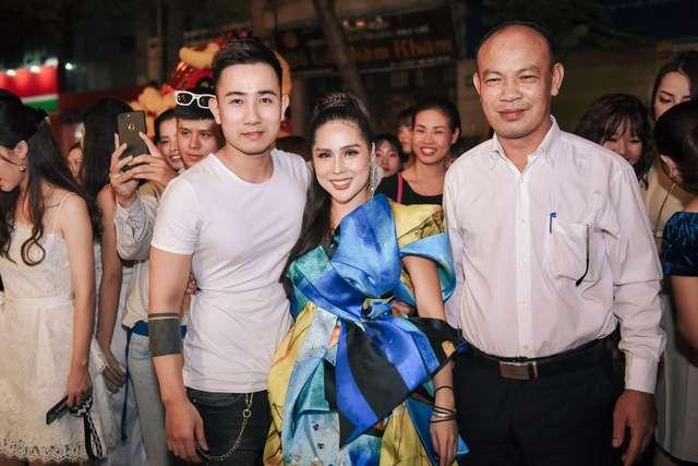 Những người bạn bè thân thiết đến chúc mừng Tina Lê