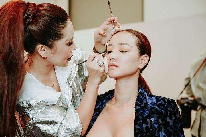 Ca sỹ Maya được chính tay Tina Lê make up