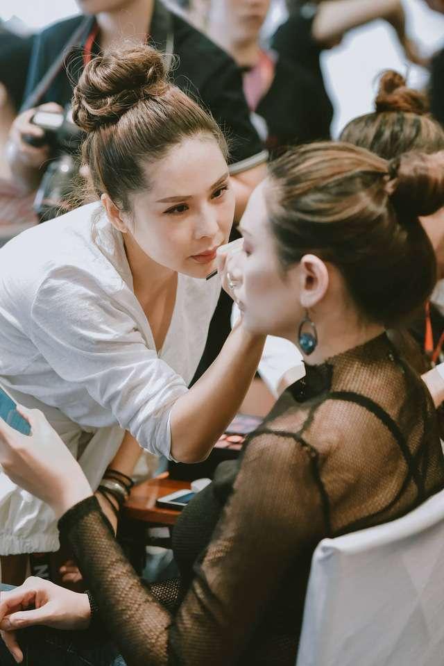Sự cẩn thận, tỉ mỉ trong từng concept đã tạo nên thương hiệu của chuyên gia trang điểm Tina Le