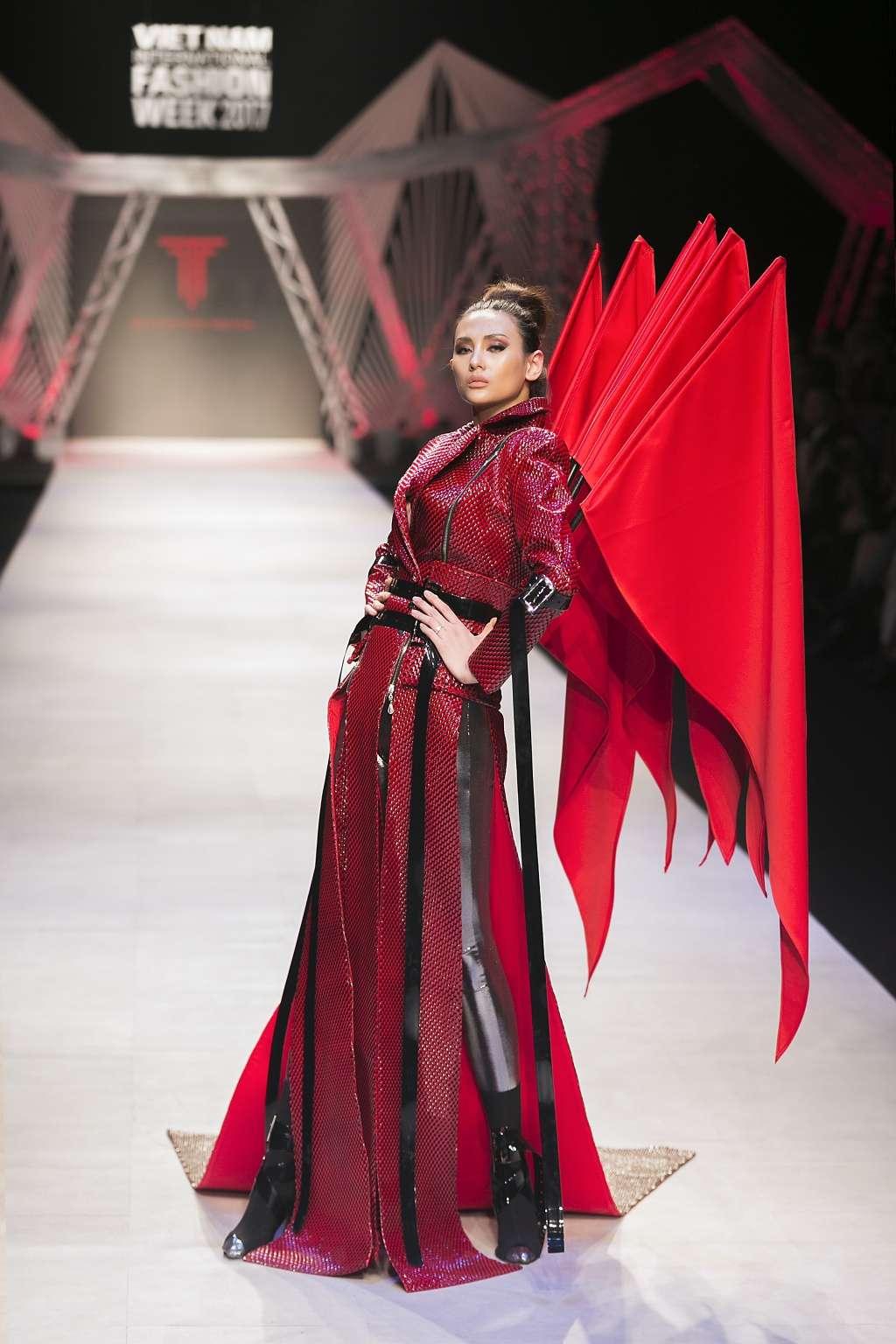 Các tác phẩm của team Tina Le Make Up tại show diễn Vietnam International Fashion Week 2017