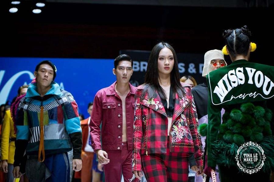 Cùng ngắm một vài hình ảnh lao động hăng say của đội ngũ Tina Le makeup trong buổi họp báo giới thiệu Aquafina Viet Nam International Fashion Week 2019