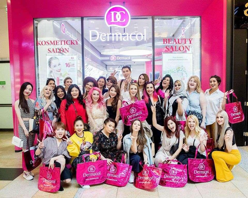 Tina Lê cùng hơn 30 bloggers từ khắp nơi trên thế giới đã đến Praha để tận hưởng vẻ đẹp của thành phố kỳ diệu nước Cộng hoà Séc và tham dự chương trình đặc biệt của Dermacol dành tặng các beauty blogger, make up artist của các nước trên thế giới.