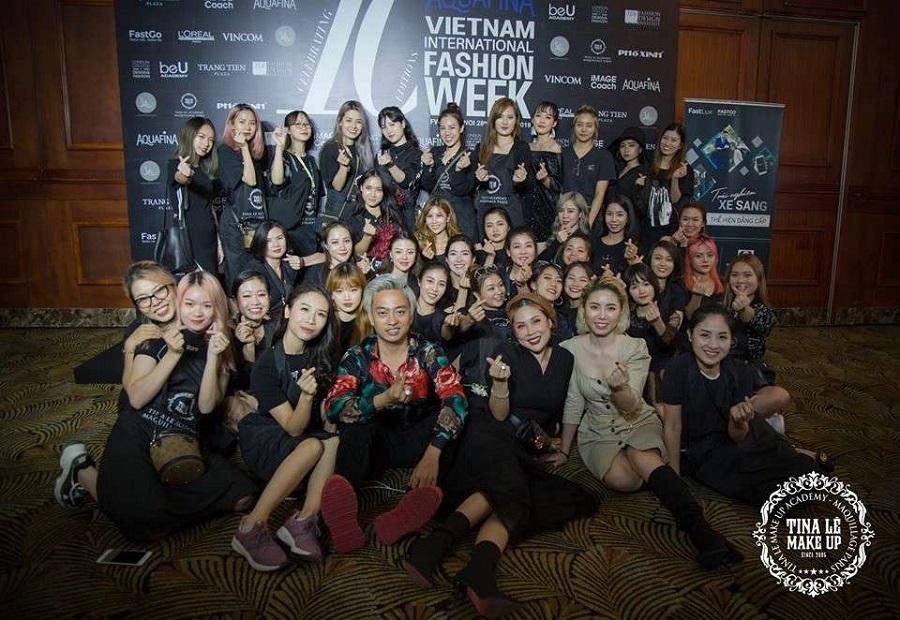 Đội ngũ chuyên viên hùng hậu được phù thùy makeup Tina Lê mang đến Vietnam International Fashion Week 2019
