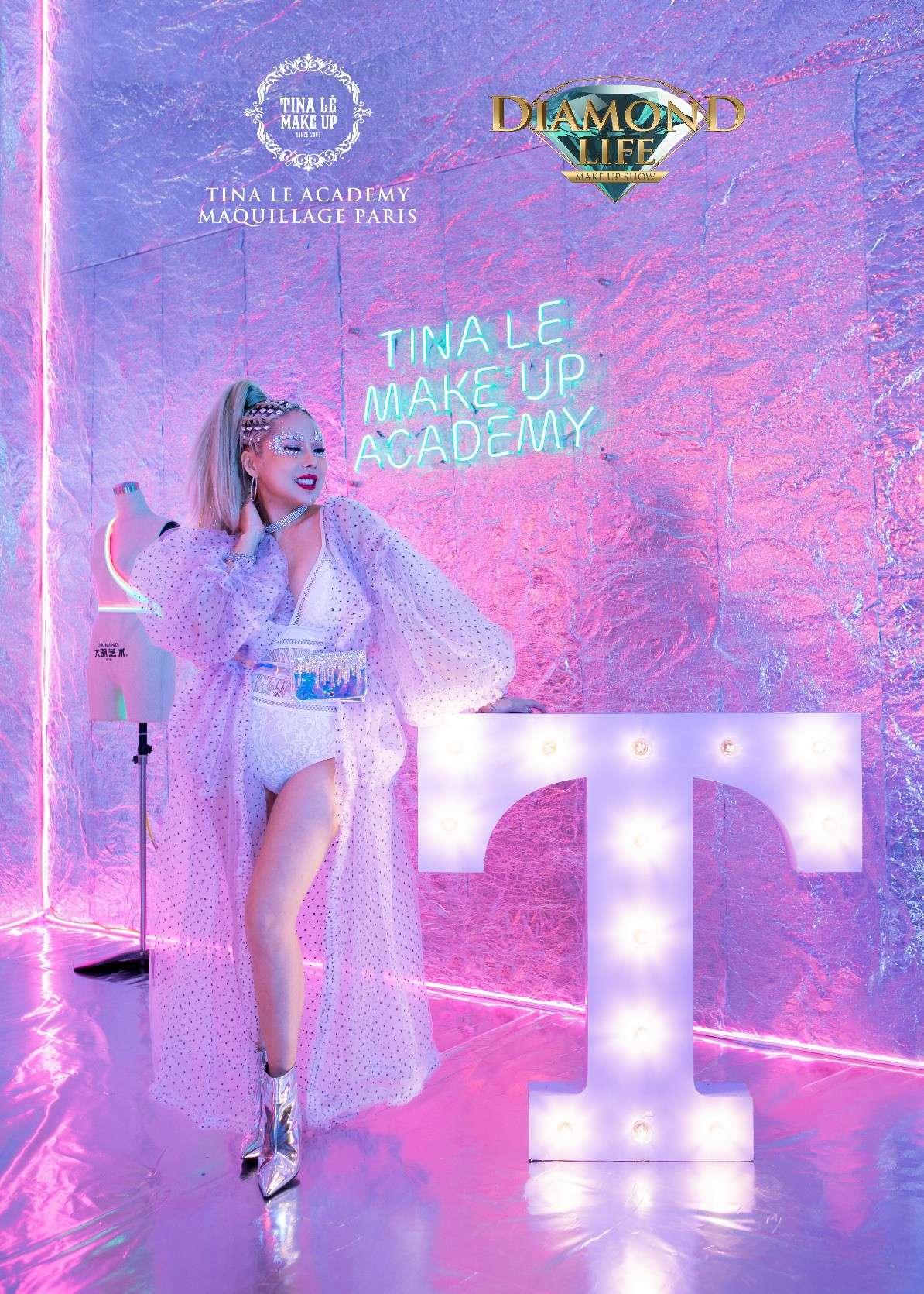 Hình ảnh phù thủy make up Tina Lê tại show Diamond Life