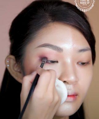 Trang điểm cho người mắt xếch